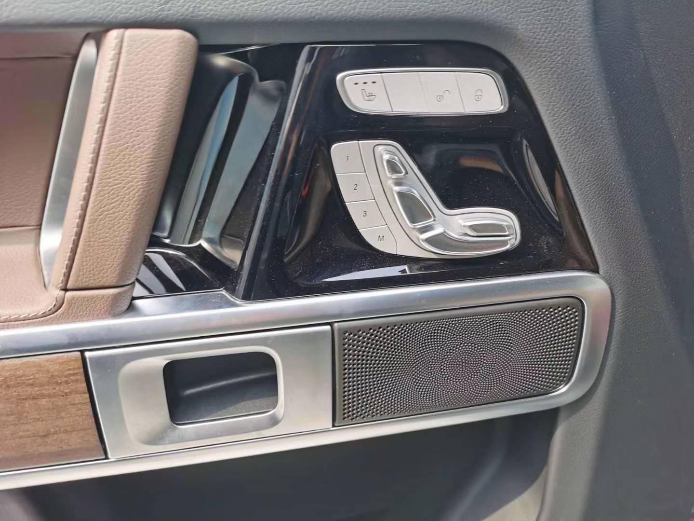 20款奔驰G350方盒子增添时尚流行色彩。这可谓是一项创新之举