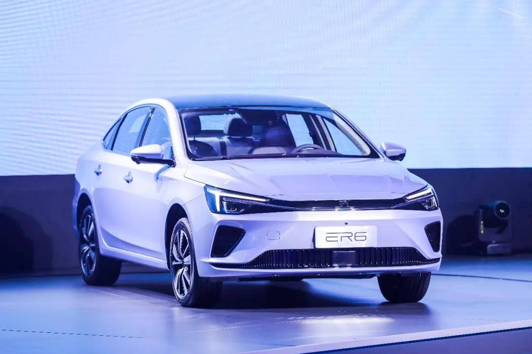 荣威R标首款轿车ER6上市,新势力中的国家队对市场有何冲击?