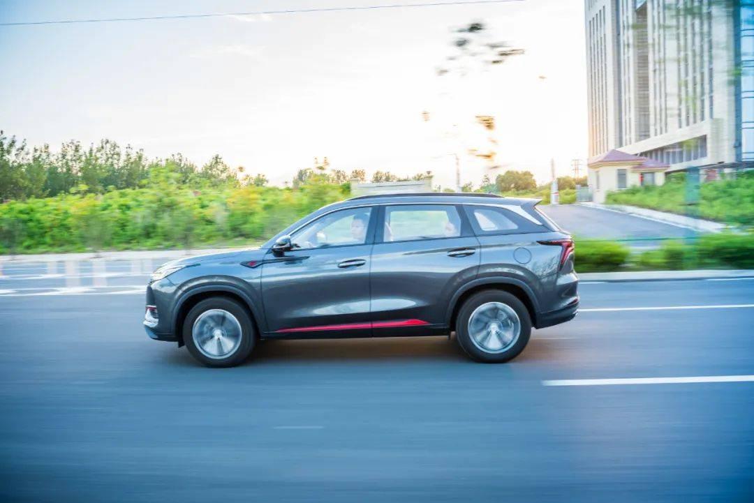 对比试驾,10万级国产SUV,嘉悦X7和CS75PLUS哪款更适合家用?
