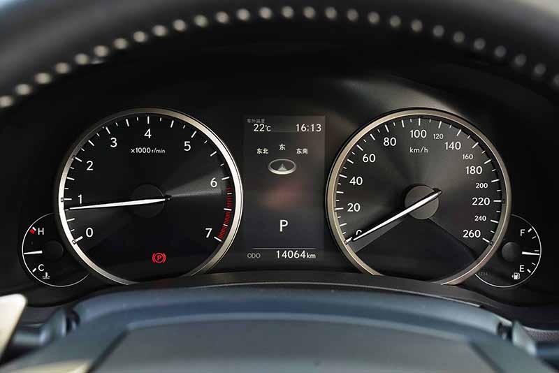 雷克萨斯NX200 驾驶舱