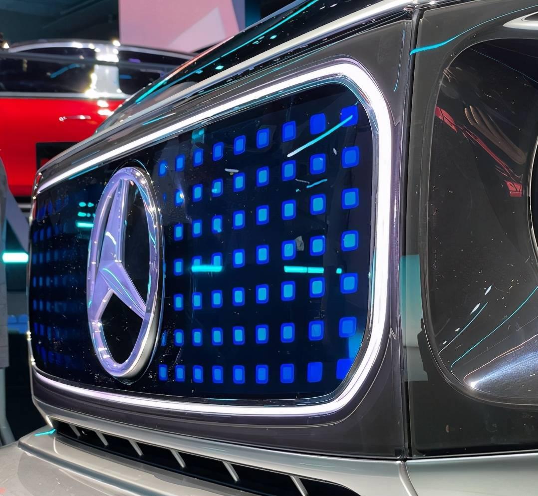 """奔驰EQG首次亮相展台!与燃油版有三个区别,真心不是""""油改电"""""""