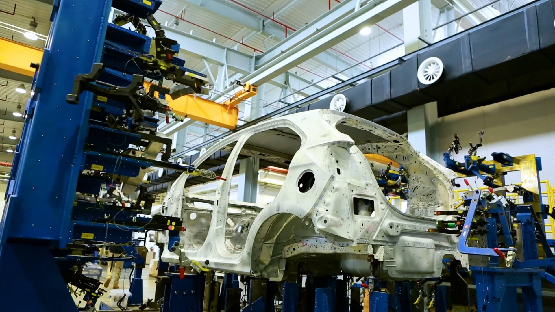 在福特汽车南京工程研发中心,白车身精度匹配(PCF)实验室的工程师把计算机辅助设计(CAD)的虚拟模型变成现实.jpg