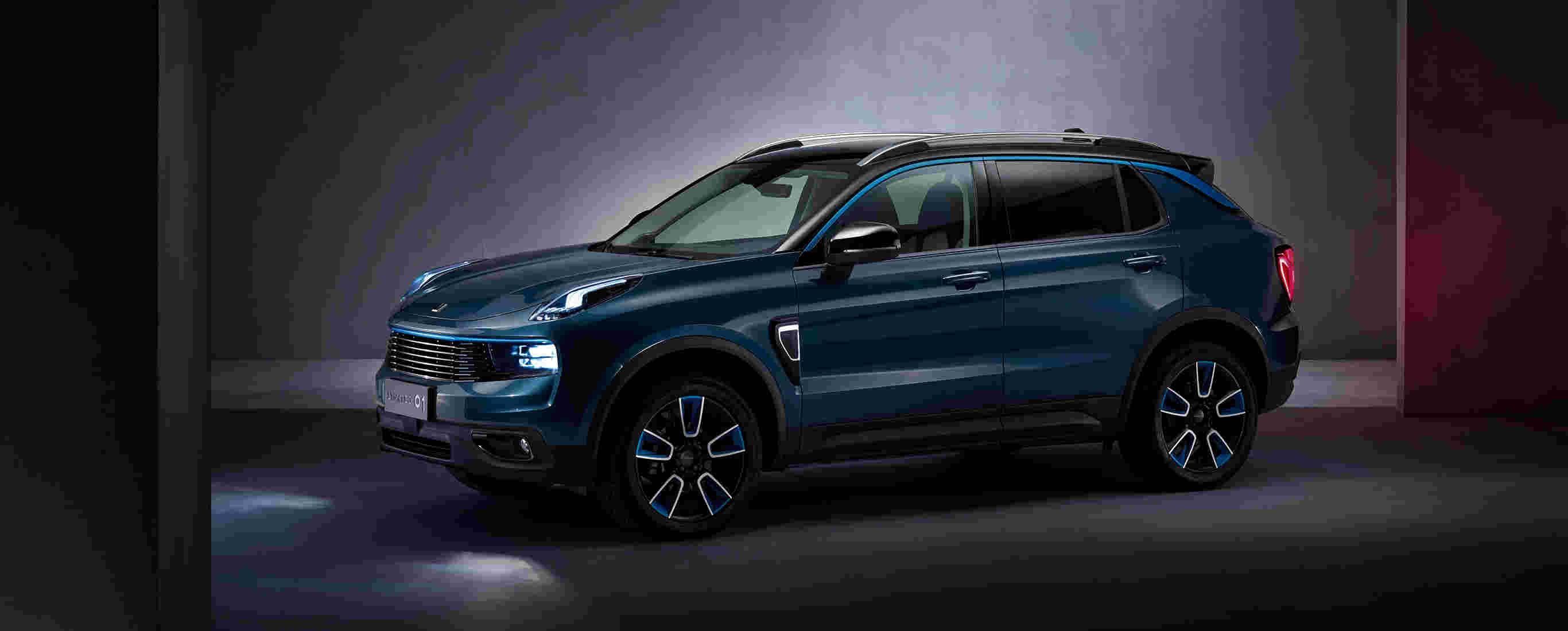 """领克首度曝光领克 01""""耀、型、劲、纯""""四种风格设计的车型信息,图为耀蓝Pro车型,为蓝色车身搭配了个性的黑色撞色车顶,衬托出了车型整体的前卫及时尚感.jpg"""