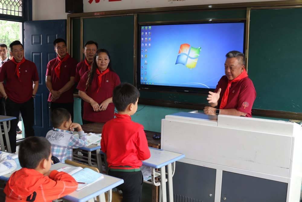 """庄国邦先生与何黎明先生给二年级学生开设""""谈理想""""课程.jpg"""