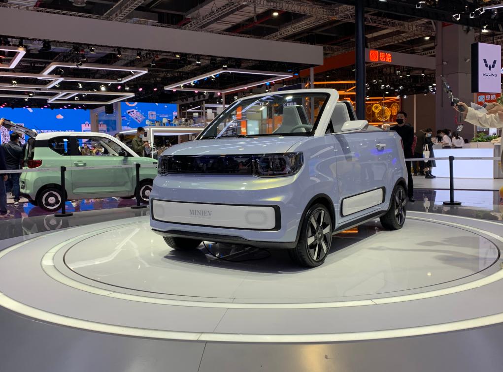 上海车展:五菱宏光MINI EV敞篷版亮相,年轻人的第一辆敞篷车?